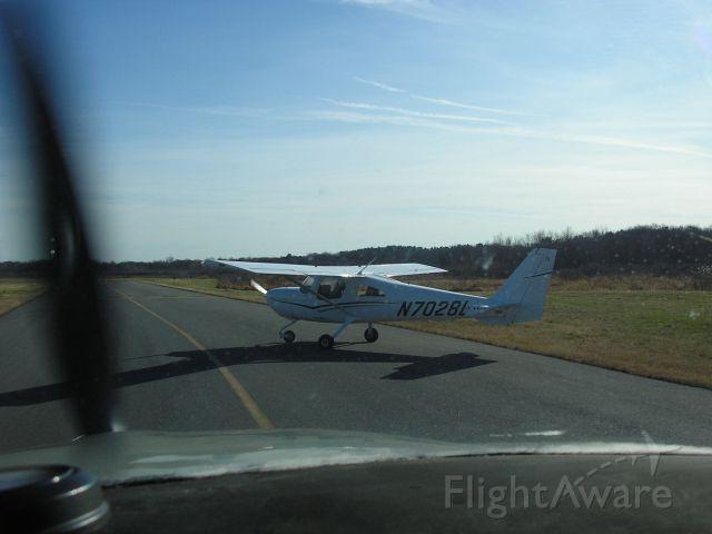 Cessna Skycatcher (N7028L) - pre-takeoff   OWD Rwy 35