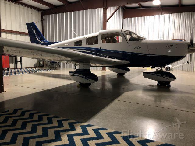 Piper Cherokee (N406MA)