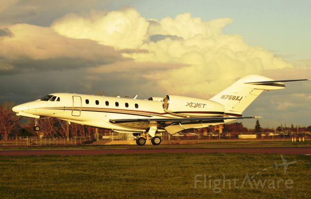 Cessna Citation X (N758XJ) - C750 Landing runway three-zero, Merced Regional Airport (KMCE)
