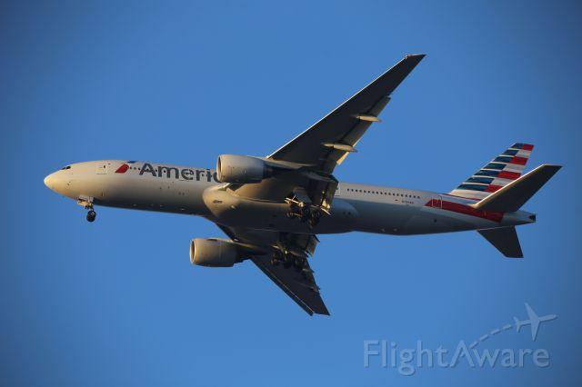 Boeing 777-200 (N799AN)
