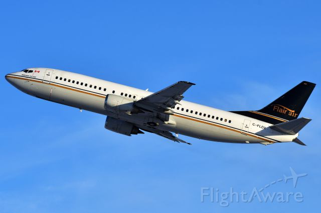 BOEING 737-400 (C-FLDX) - Flair Airlines Boeing 737 departing YYC on Dec 3.