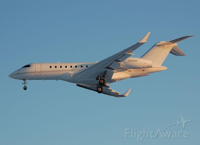 Bombardier Global 5000 (N343DF) - Late afternoon arrival on runway 6.