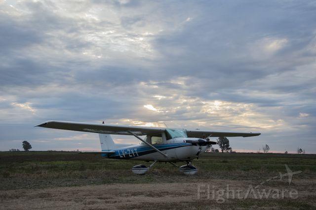 Cessna 152 (LV-ZYT) - Aeródromo de Gral. Villegas BA