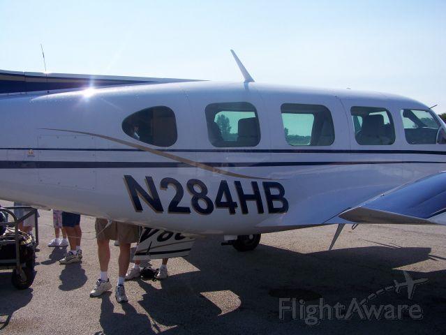 Piper Navajo (N284HB)