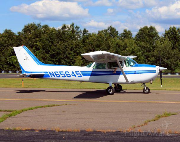 Cessna Skyhawk (N65645) - Taken on July 30, 2013.