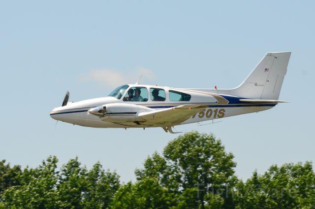 Beechcraft 55 Baron (N7501S) - Taking off from HBI flyin