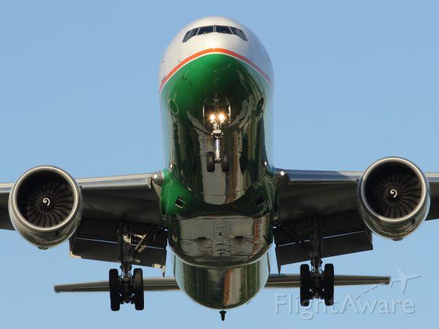 Boeing 777-200 — - A EVA Air B777-300ER approaching runway 027R at London Heathrow.
