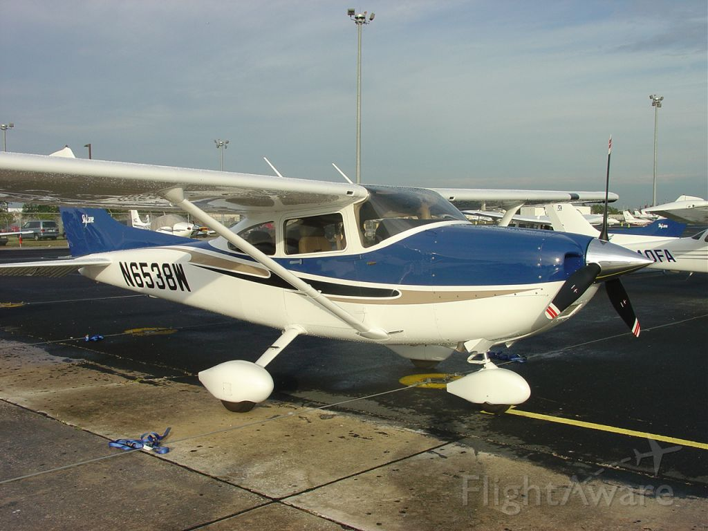 Cessna Skylane (N6538W) - On the ramp at KORL (2004).