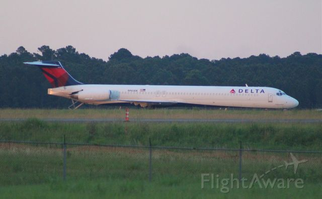 McDonnell Douglas MD-88 (N903DE)
