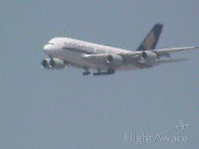 Airbus A380-800 —