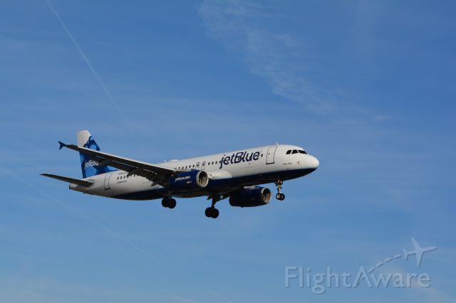 Airbus A320 (N563JB)