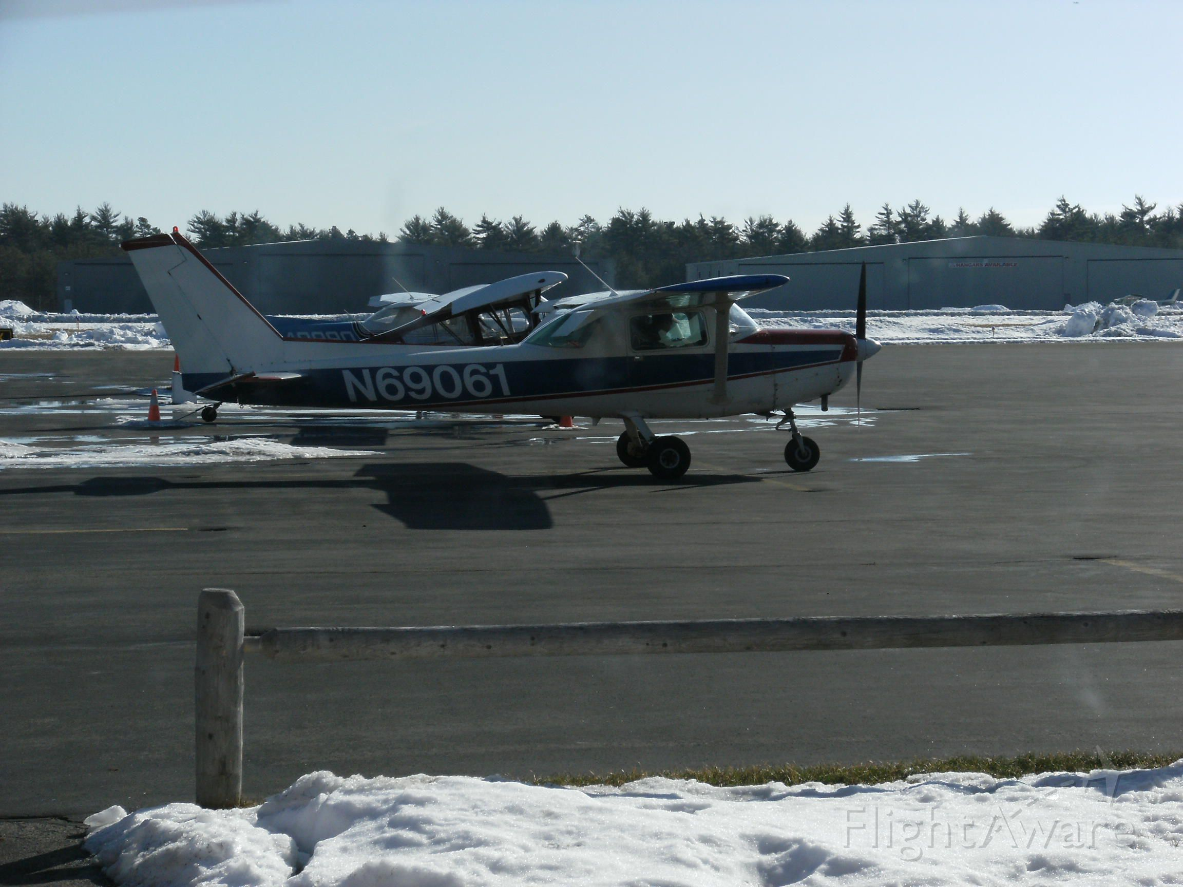 Cessna 152 (N69061) - My instructor and I heading to runway 24 to practice some slow flight and stalls.