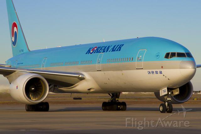 Boeing 777-200 (HL7766) - Dec. 20, 2011.