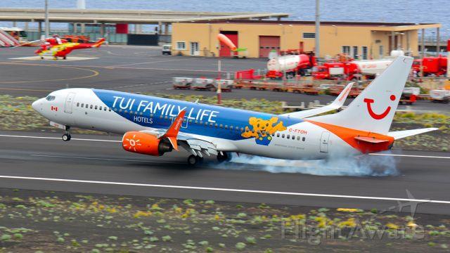 Boeing 737-700 (C-FTOH) - Boeing 737-8HX<br />TUI Airlines Netherlands (TUI Family Life Hotels)<br />30/04/2017<br />AEROPUERTO DE LA ISLA DE LA PALMA