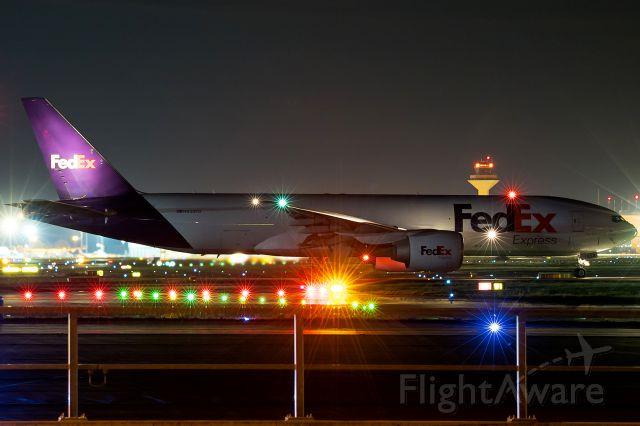 Boeing 777-200 (N858FD)