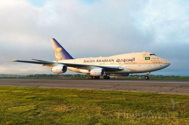 BOEING 747SP (HZHM1B) - Saudi Arabian B747SP VIP flight as the fog rolls in