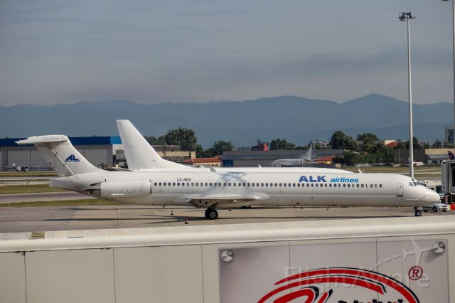McDonnell Douglas MD-82 (LZ-ADV) - ALK Airlines. MDs are becoming more and more rare so it was a very welcome sight!