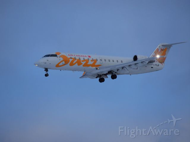 Canadair Regional Jet CRJ-200 (C-FSJF)