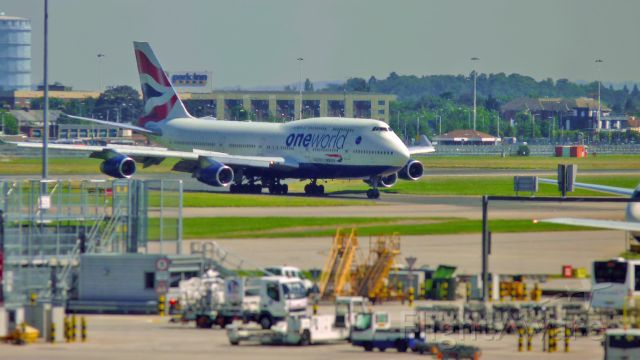 Boeing 747-400 — - Boeing 747-400 rolling down the taxiway at Heathrow.