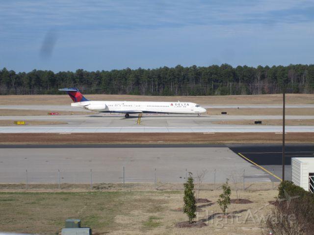 McDonnell Douglas MD-88 (N913DE) - A Delta Air Lines McDonnell Douglas MD-88 (N913DE) taxiing down the road to take off 23R at Raleigh (RDU) to Atlanta (ATL) as Delta Flight 1294 (RDU to ATL).