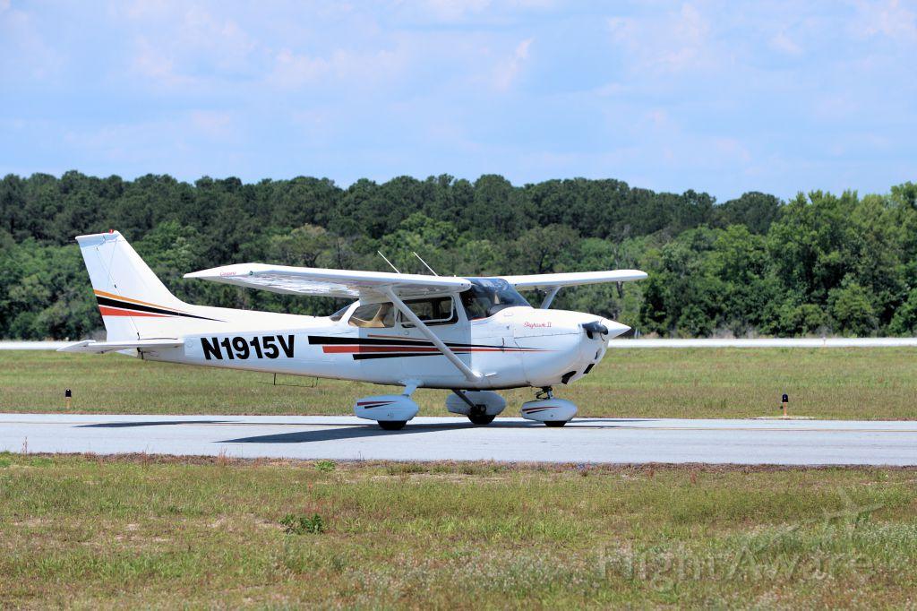 Cessna Skyhawk (N1915V)