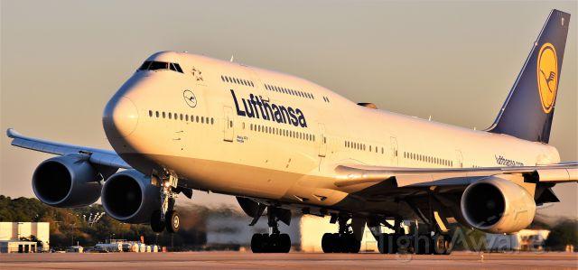 BOEING 747-8 (D-ABYI) - Lufthansa 747-8i departing IAH.