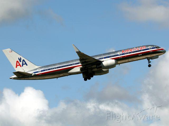 BOEING 767-200 (N628AA)