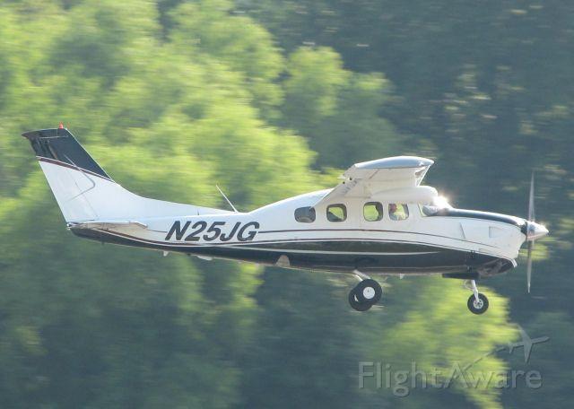 Cessna Centurion (N25JG) - Landing on 14 at the Shreveport Downtown airport.