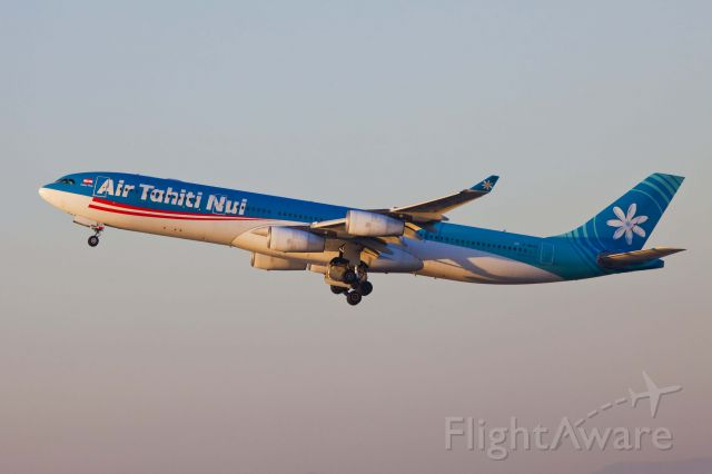 Airbus A340-300 (F-OLOV) - LAX