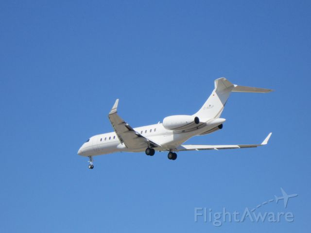 Bombardier Global Express (D-AGJP) - Landing in SCEL RWY 17R