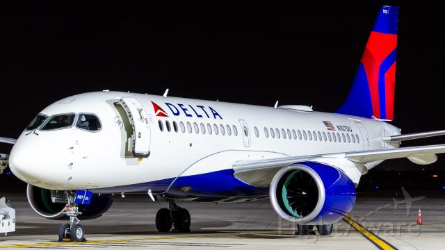 Airbus A220-100 (N107DU)