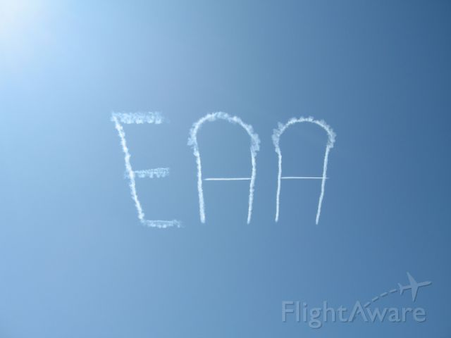 — — - Skywriter at EAA Airventure 2009