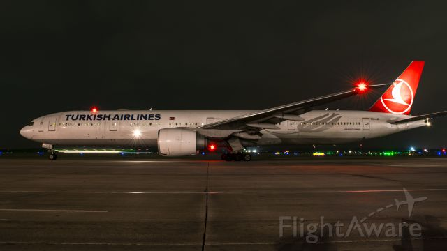 BOEING 777-300ER (TC-JJR) - Turkish 777-300ER after pushback from Terminal D KIAH.
