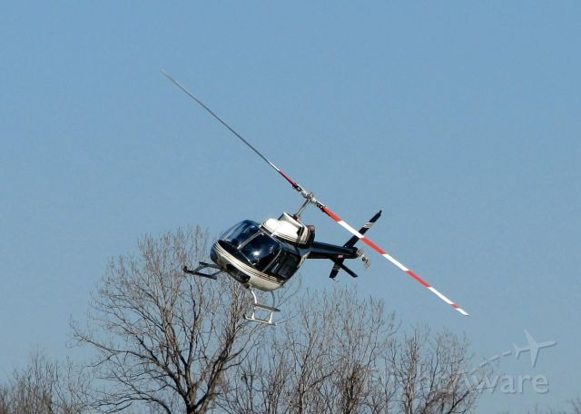 Bell JetRanger (N573CA) - Coming in to land at Downtown Shreveport.