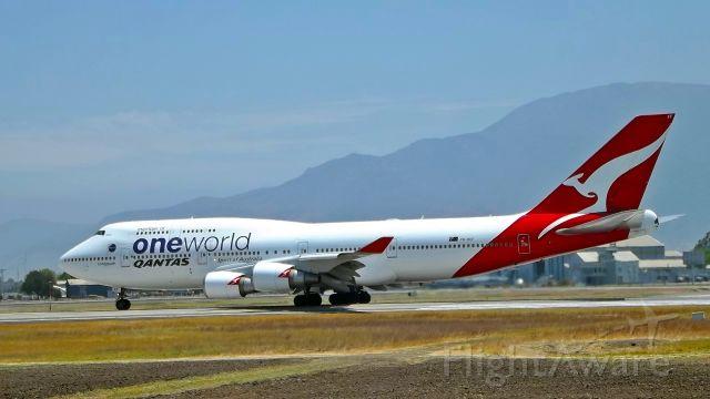 Boeing 747-400 (VH-OEF) - FOTO SPOTTER JULIO VILLARROEL MAUNAbr /AEROPUERTO INTERNACIONAL ARTURO MERINO BENITEZ, SANTIAGO DE CHILE
