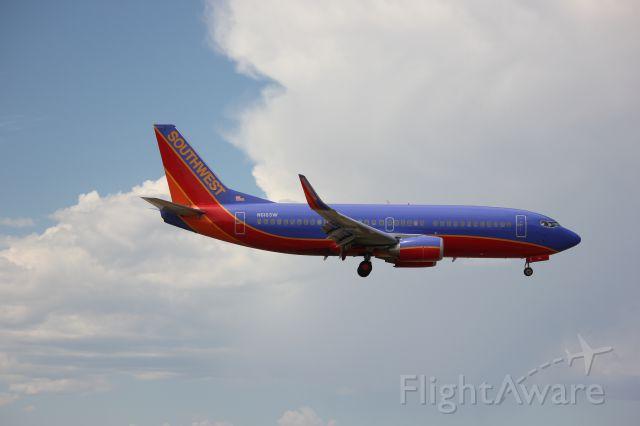 Boeing 737-700 (N616SW) - Landing 35L.