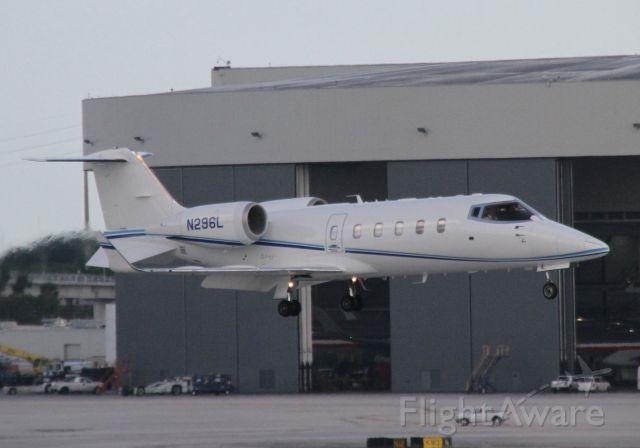 Learjet 60 (N296L)