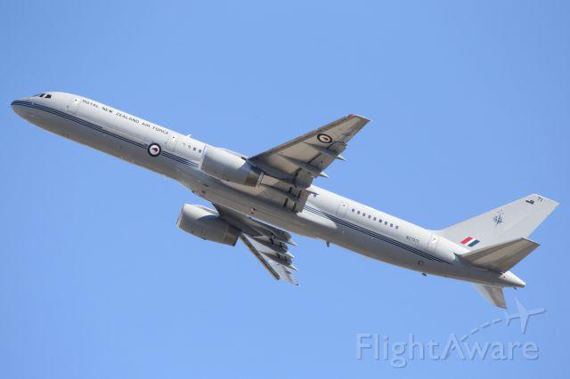 Boeing 757-200 (ANZ7571) - RNZAF, B757-200, departs YBTL.