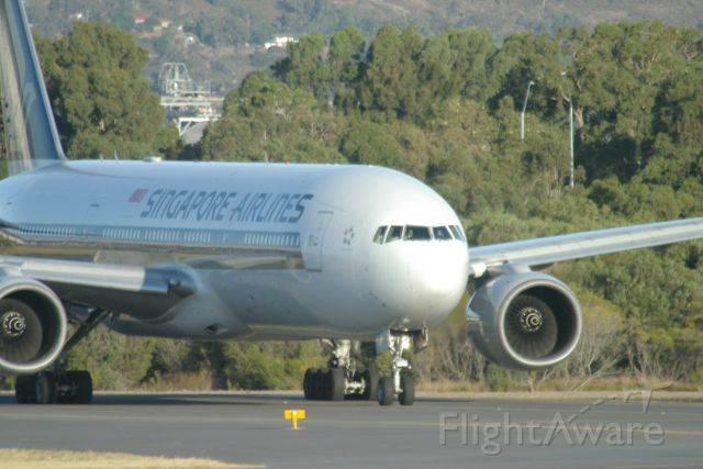 Boeing 777-200 — - Singapore Boeing 777-200 at holding point of rwy 03 on taxiway C11 at Perth International Airport. 14 March 2016
