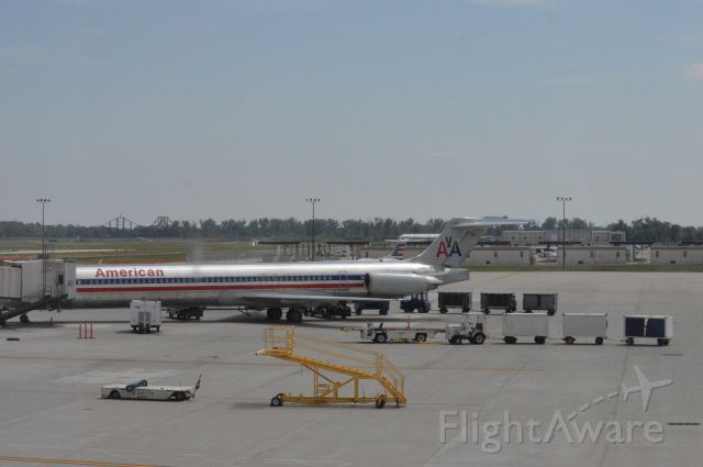 McDonnell Douglas MD-83 (N984TW) - American 1286 parked at KOMA at the resurfaced Gate A8.  He arrived DFW at 2:20 PM CDT and departed for DFW at 3:44 PM CDT.  Taken August 11, 2016 with Nikon D3200 mounting 55-200mm VR2 lens.