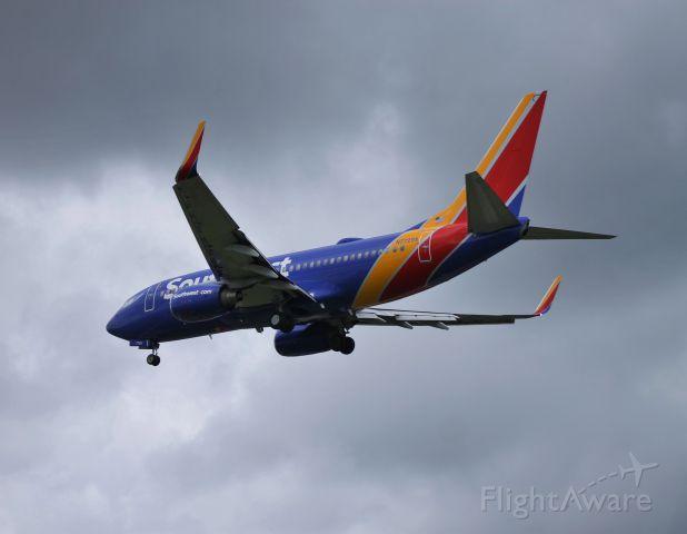 Boeing 737-700 (N7729A)
