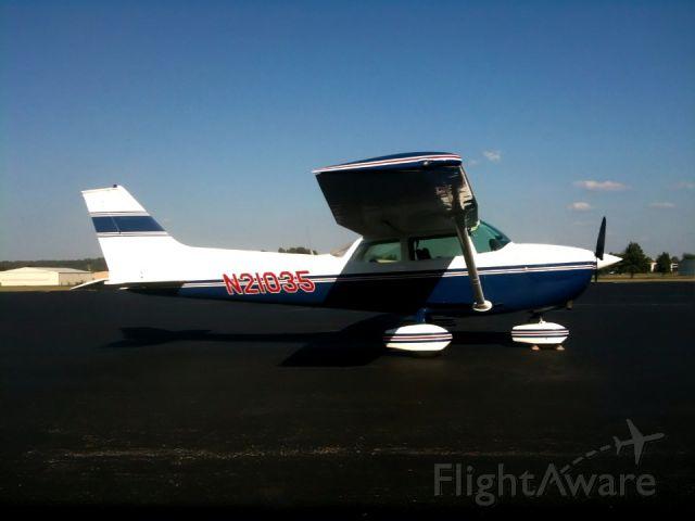 Cessna Skyhawk (N21035)