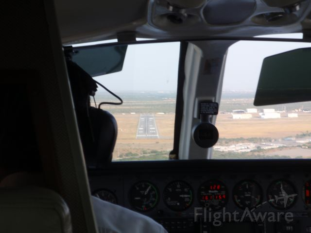 Cessna 421 (XB-DGG) - Final Approach to Runway 11 at Aeropuerto del Norte (MMAN).