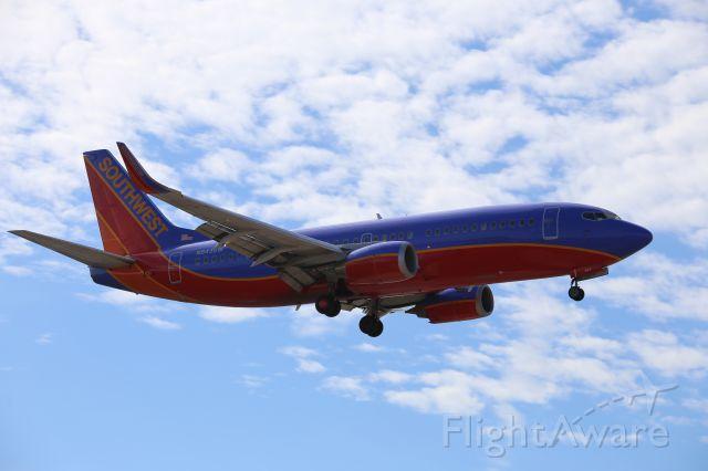 BOEING 737-300 (N643SW)