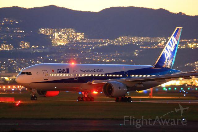Boeing 777-200 (JA704A)