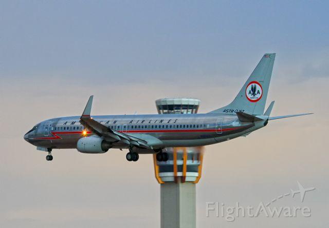 Boeing 737-700 (N951AA)