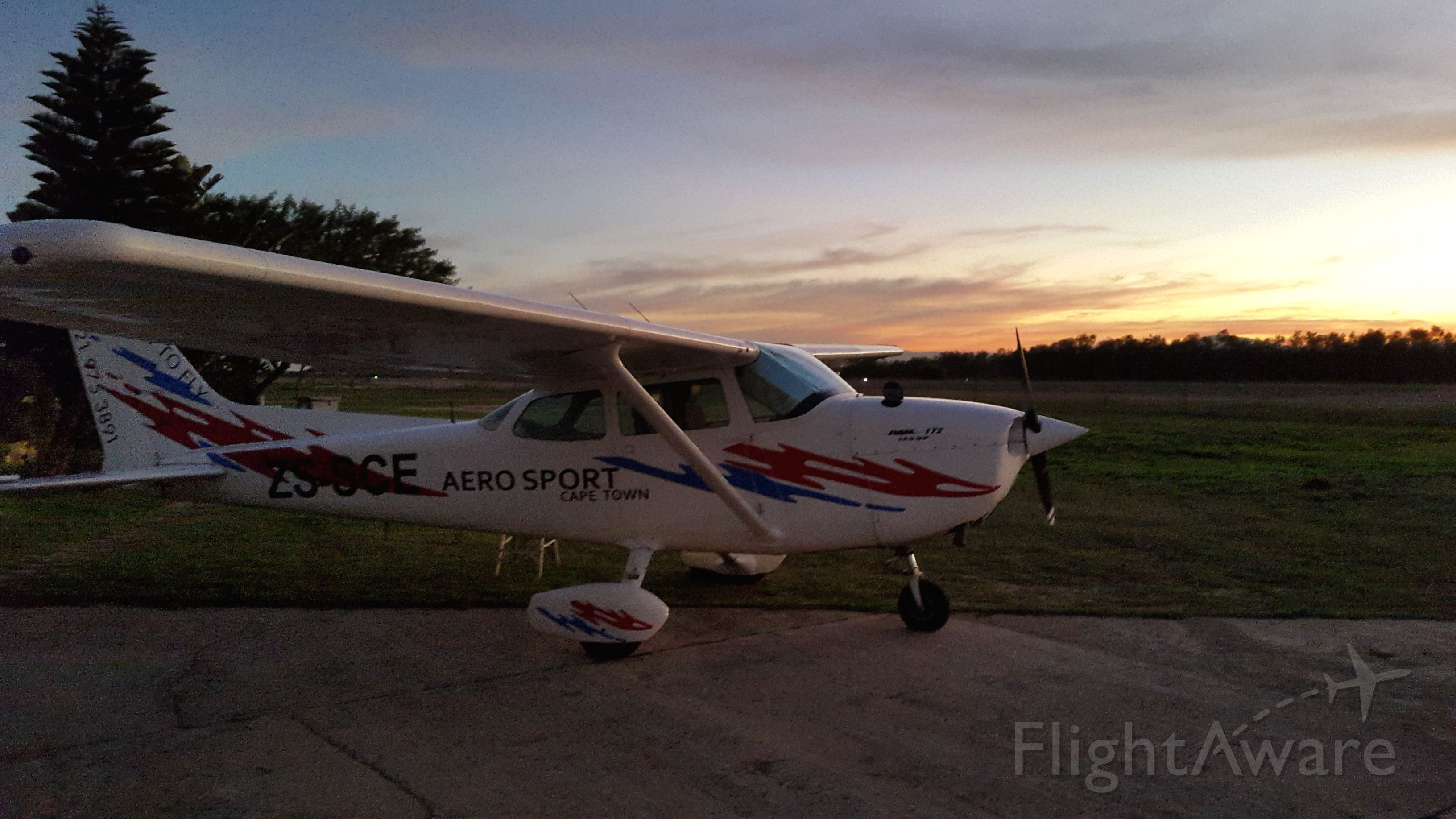 Cessna Skyhawk (ZS-SCE) - pre-fligthing for a night nav at the Cape of Good Hope