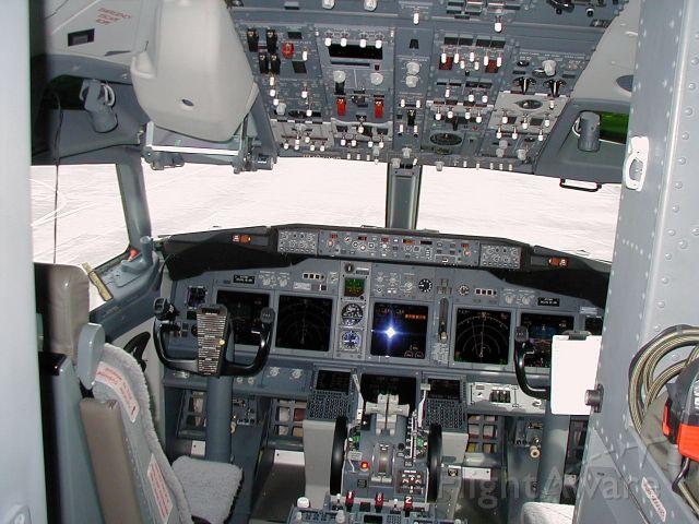 Boeing 737-700 (N737WH) - CAT 3 avionics