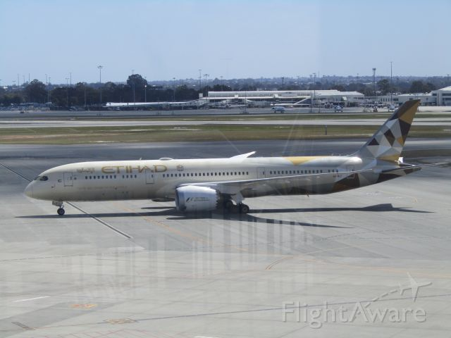 Boeing 787-9 Dreamliner (A6-BLF) - Etihad Airways Boeing 787-9 taxiing into Perth Airport from a flight from Abu Dhabi.
