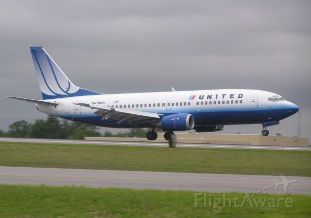 BOEING 737-300 (N310UA)